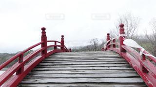 三途の河にかかる橋の写真・画像素材[2111683]