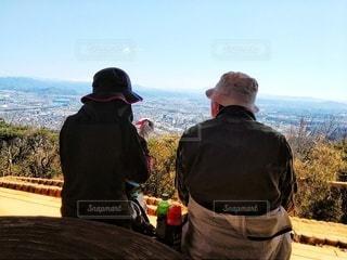 鳩吹山展望台から眺める夫婦の写真・画像素材[3045196]