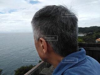 海を眺める男性の写真・画像素材[3682577]