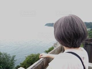 羽豆岬の展望台から海を眺める女性の写真・画像素材[3682587]