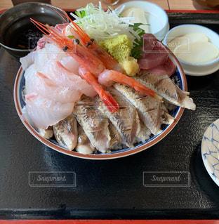 魚市場の名物海鮮丼の写真・画像素材[3235327]
