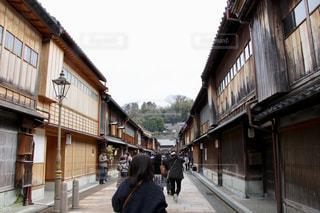 街の通りを歩く人の写真・画像素材[2871234]