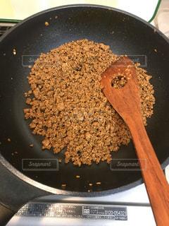 タコス用のひき肉をフライパンで炒めるの写真・画像素材[2859563]