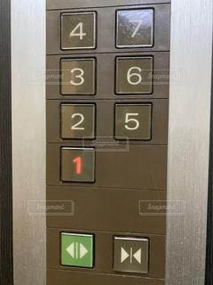 エレベーターのボタンの写真・画像素材[2955273]