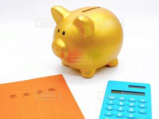 金色に輝く豚の貯金箱の写真・画像素材[3088890]