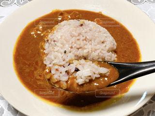 雑穀米のスパイシーチキンカレーの写真・画像素材[3154006]