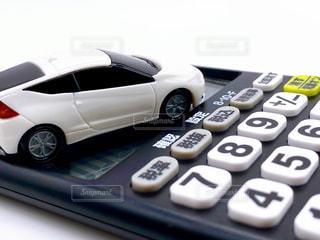 車と電卓の写真・画像素材[3302649]