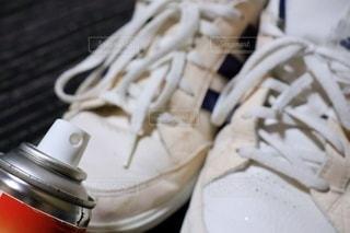 靴と消臭スプレーの写真・画像素材[3355694]