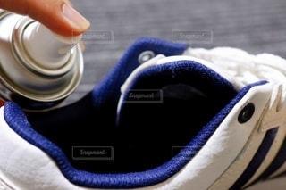 靴と消臭スプレーの写真・画像素材[3355691]