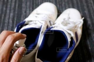 靴と消臭スプレーの写真・画像素材[3355693]