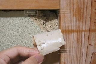 地震で傷んだ土壁の写真・画像素材[3396620]