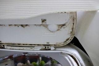 カビの生えた洗濯機の写真・画像素材[3522571]