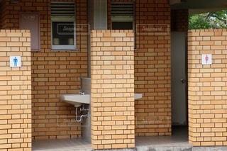 公園のトイレの写真・画像素材[3534219]