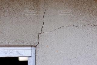 割れたコンクリート壁の写真・画像素材[3587752]