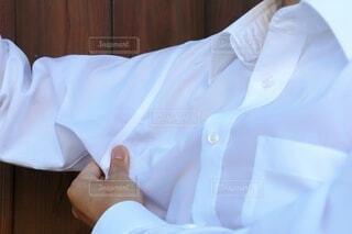 脇汗で濡れたワイシャツの写真・画像素材[3620179]