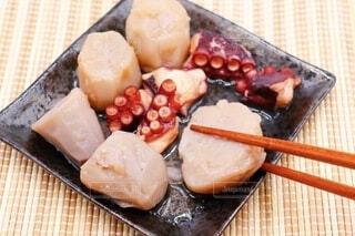 里芋とタコの煮物の写真・画像素材[3658355]