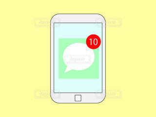 スマホ メッセージアプリの通知の写真・画像素材[3698462]