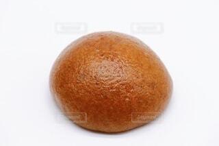 黒糖まんじゅう 白背景の写真・画像素材[3937011]