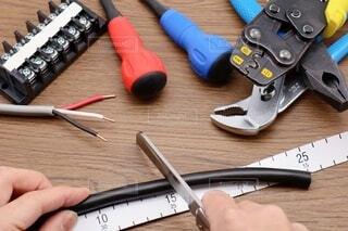 電気工事士工具セット CVVケーブルと電工ナイフの写真・画像素材[3985512]