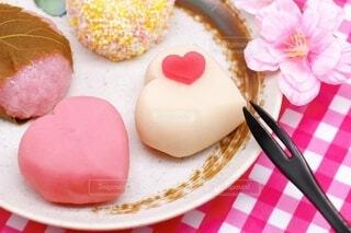 ハートマークの上生菓子 バレンタインの和菓子の写真・画像素材[4145324]