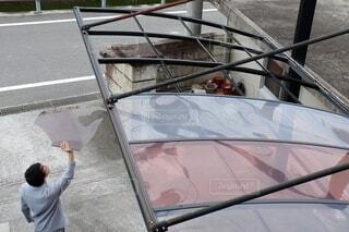 強風により屋根が飛んだカーポートの写真・画像素材[4156659]