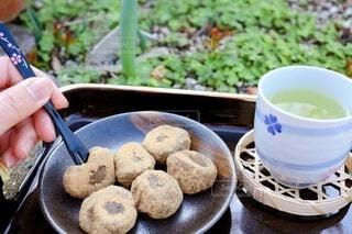 黒ごまときなこの草餅 ヨモギ餅の写真・画像素材[4203165]