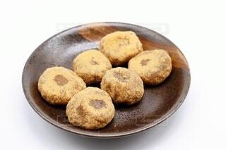 黒ごまときなこの草餅 ヨモギ餅の写真・画像素材[4203168]