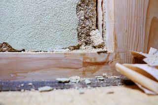 地震によって崩れた土壁の写真・画像素材[4265115]