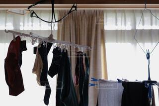 洗濯物の部屋干しの写真・画像素材[4512563]
