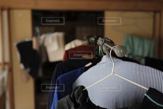 洗濯物の部屋干しの写真・画像素材[4512565]