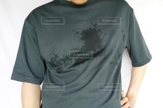 男性のシャツの汗染みの写真・画像素材[4616542]