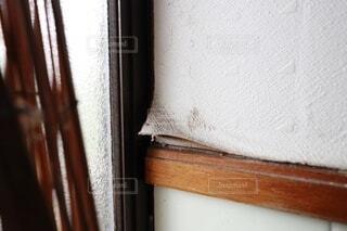 ビニールクロス壁紙 湿気、乾燥により剥がれるの写真・画像素材[4721074]