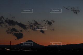 夕暮れ時の富士山の写真・画像素材[3012693]