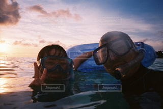 シュノーケル中のカップルの写真・画像素材[3150912]
