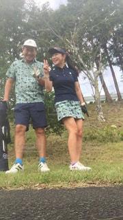 夫婦でペアルック ゴルフの写真・画像素材[2856295]