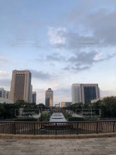 都市の高い建物と綺麗な空の写真・画像素材[3224947]