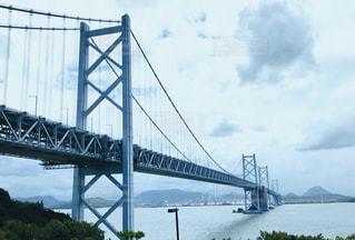 与島から望む瀬戸大橋の写真・画像素材[2858498]