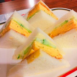 切り取られた食べ物の皿の写真・画像素材[2861298]