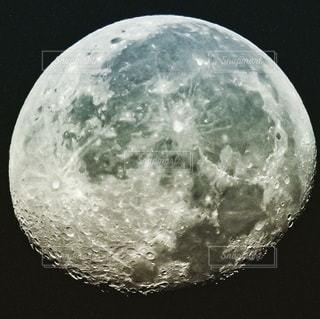 月のクローズアップの写真・画像素材[2860612]