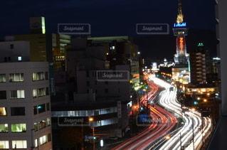 夜の街の眺めの写真・画像素材[2917485]