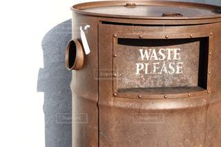 ゴミはゴミ箱への写真・画像素材[2911270]