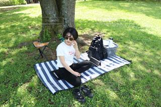 近所の公園へピクニックにの写真・画像素材[2911990]