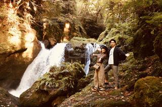 夫婦で滝を見にの写真・画像素材[2953053]