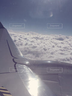 雪に覆われた飛行機の写真・画像素材[2890850]