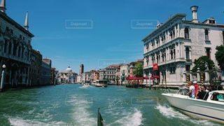 水上から見る街並みの写真・画像素材[2868907]