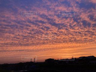 橋の上から見た夕焼けの写真・画像素材[2875499]