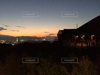 夕暮れ時の清水寺の写真・画像素材[3114948]
