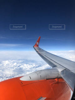 雲空と飛行機の写真・画像素材[2883491]