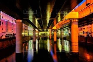 カラフルな高架下の写真・画像素材[2882053]