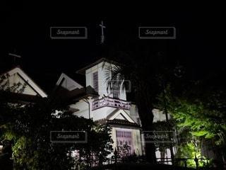 ライトアップされた教会の写真・画像素材[2887647]